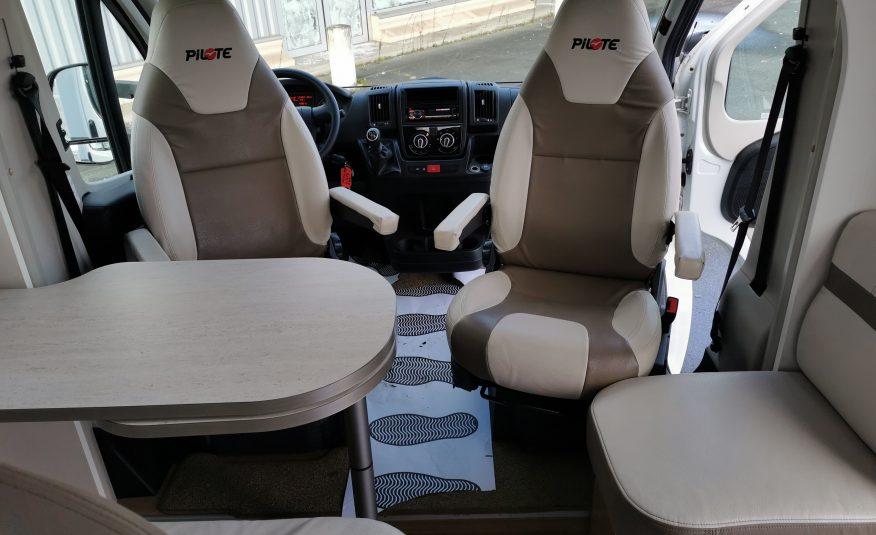 NOUVEAU PILOTE P 700